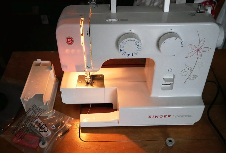 Sewing Machine Singer 1412 - Image 1