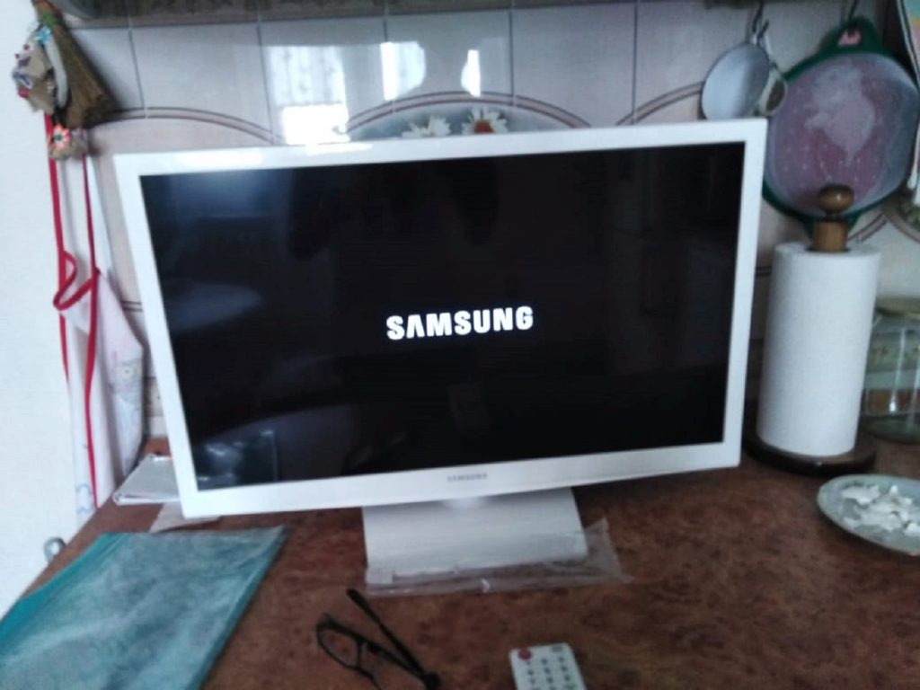 Review on Samsung UE24H4080 TV, white - image 6