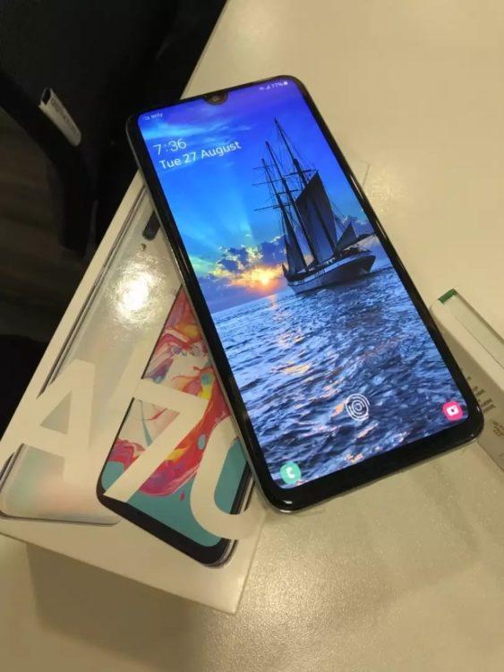 Samsung Galaxy A70 (2019) 128Gb White, image 1