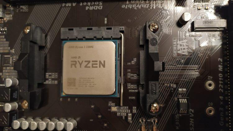 AMD Ryzen 3 3200G on Socket AM4