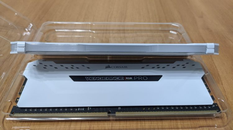 Corsair DDR4 16Gb 2666MHz PC-21300 Vengeance RGB Pro White, image 7